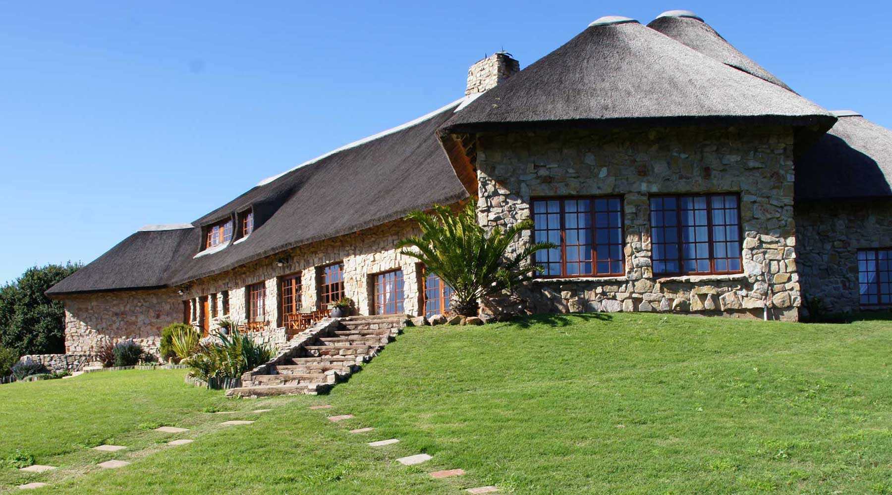 Luxurious thatched lodge and lapa areas ensure relaxed entertainment